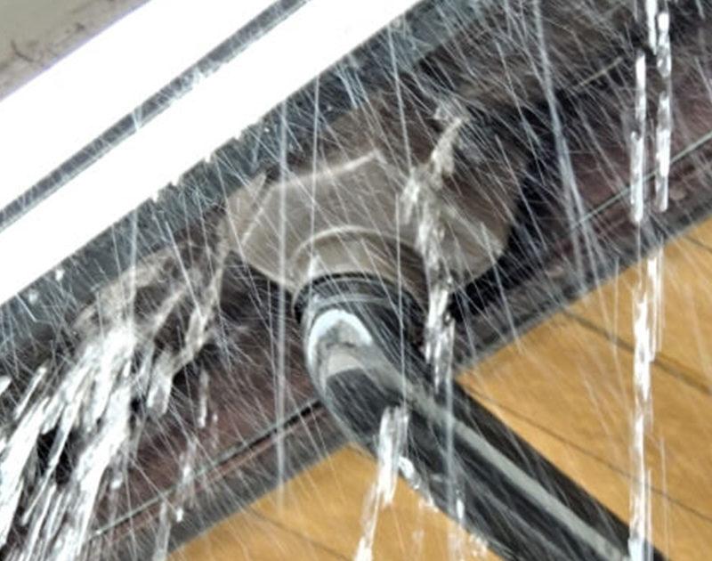 雨樋の水漏れ